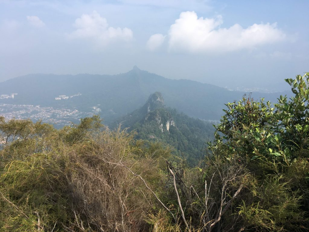 Hiking di Bukit Tabur Far East dan Tabur Extreme
