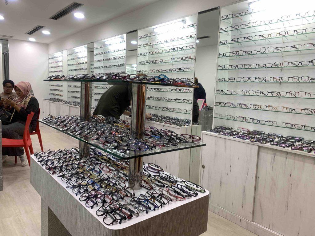 Tip Memilih Cermin Mata yang Sesuai