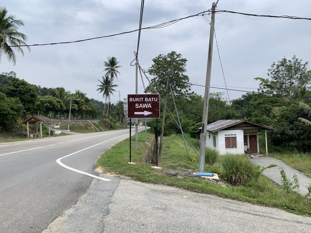 Papan tanda untuk ke bukit
